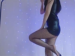 Missreinat menacingmenacing dance in latex